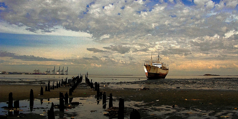 stockvault-aground118183.jpg